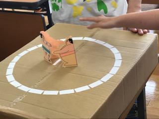 紙相撲大会の光景2